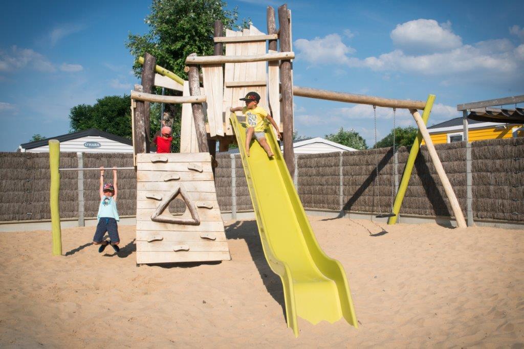toboggan aire de jeux enfants camping 5 étoiles les Chouans en Vendée